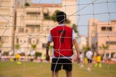 Плетение цели, голкипера и других игроков в предпосылке Стоковые Изображения RF