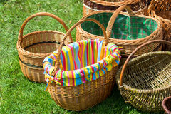 Плетеные корзины на рынке Стоковое фото RF