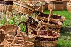 Плетеные корзины на рынке Стоковая Фотография RF