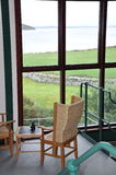 Плетеный стул и бинокли Стоковые Фото