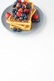 Плита бельгийских waffles с шоколадом и ягодами Стоковая Фотография RF