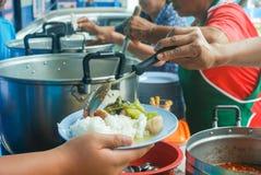 Плита ветроуловителя шеф-повара для служения клиентов Стоковое Изображение