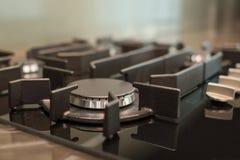 Плита газа на современной кухне Стоковые Фотографии RF