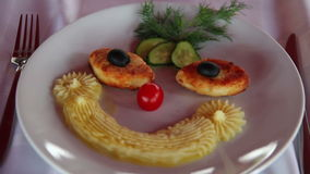 Плита еды в форме стороны видеоматериал