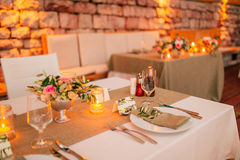 Плита на таблице свадьбы деревенской Стоковое Изображение
