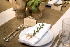 Плита на таблице свадьбы Стоковая Фотография RF