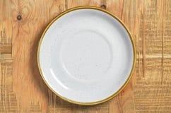 Плита на таблице Стоковое Изображение