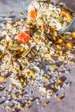 Плита домодельного muesli с семенами тыквы, пыли цветка, candied плодоовощ, замораживания - высушенного абрикоса Стоковая Фотография RF