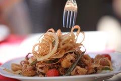 Плита очень вкусных зажаренных морепродуктов и calamari Стоковые Изображения