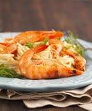 Плита очень вкусных спагетти креветок с сметанообразным соусом Стоковая Фотография RF