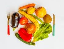 Плита покрашенных овощей и плодоовощей Стоковая Фотография RF