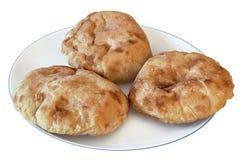 Плита при 3 хлебца хлеба пита изолированного на белой предпосылке Стоковая Фотография