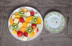 Плита плодоовощ и плита витаминов лепешек Стоковое Изображение RF