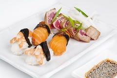 Плита сасими с креветками, семгами и тунцом Стоковое Изображение