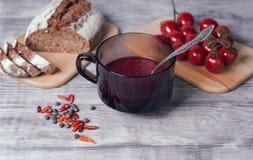Плита супа свеклы томата Стоковые Фото