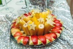 Плита с бананами и яблоками Стоковая Фотография RF