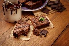 Плита с очень вкусными пирожными шоколада Стоковые Фото