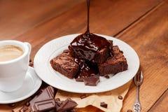 Плита с очень вкусными пирожными шоколада Стоковая Фотография RF