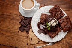 Плита с очень вкусными пирожными шоколада Стоковые Изображения