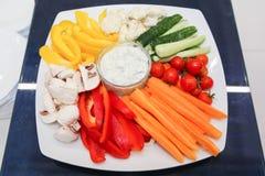 Плита с прерванными овощами Стоковые Фотографии RF
