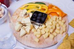 Плита с сыром: Стоковая Фотография RF