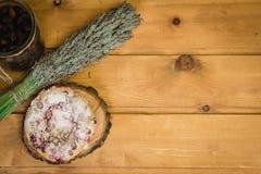Плита с тортом на деревянных поддонниках Стоковое фото RF