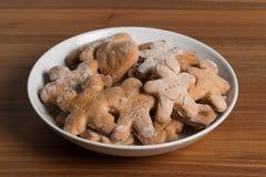 Плита с handmade печеньями на деревянном столе Стоковые Фото