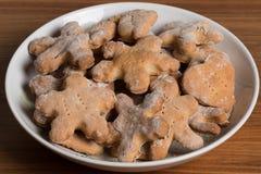 Плита с handmade печеньями на деревянном столе Стоковое Фото