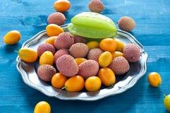 Плита тропического плодоовощ с lychees, кумкваты и карамбола приносить Стоковое Изображение