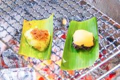 Плита угля гриля липкого риса стоковые фото