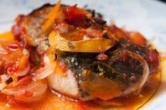 Плита Pike и соуса стоковая фотография rf