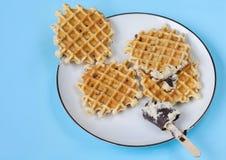 Плита waffles на свете - голубой предпосылке Стоковая Фотография