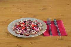 Плита waffles смешанного плодоовощ бельгийских с шоколадом и клубника sauce Стоковые Изображения RF