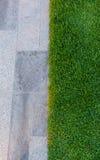 Плитка и трава Стоковые Фотографии RF
