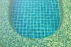 Плитки бассейна джакузи стоковые фотографии rf