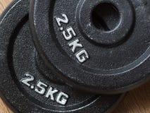 2 2 плиты веса 5kg штанги Стоковое Изображение