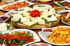 Плиты и завтраки сыра стоковые изображения rf