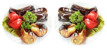 2 плиты при зажаренные изолированные овощи Стоковые Фото