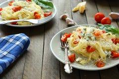 2 плиты спагетти с томатами Стоковые Изображения RF