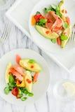 2 плиты с салатом авокадоа на мраморе Стоковое Изображение
