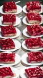 Плиты с тортом клубники Стоковая Фотография RF