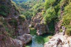 Пловцы в реке Ardeche около моста дьявола s Стоковые Фотографии RF