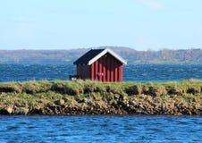 Пловцы одевая дом на озере в Дании Стоковое Изображение