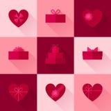 Плоская красная подарочная коробка в форме комплекта значка сердца Стоковые Изображения RF