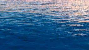 плоские волны взгляда поверхности моря Стоковые Фото