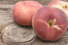 плоские персики стоковое фото
