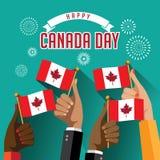 Плоские руки дня Канады дизайна держа флаги с фейерверками конструируют Стоковые Фотографии RF