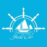 Плоский значок логотипа яхт-клуба с кормилом Логотип шлюпки с водой на голубом Стоковая Фотография