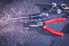 Плоскогубцы, отвертка ключа на поле Стоковая Фотография