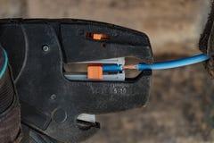 Плоскогубцы провода обнажая Стоковое Изображение